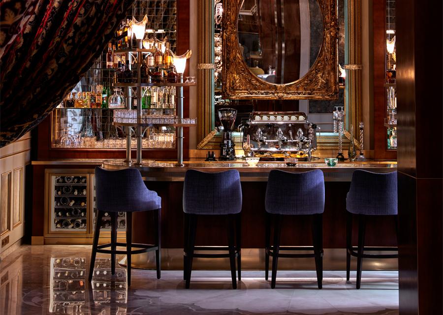 Le bar du Sesamo et sa décoration sophistiquée reprenant les codes de Venise