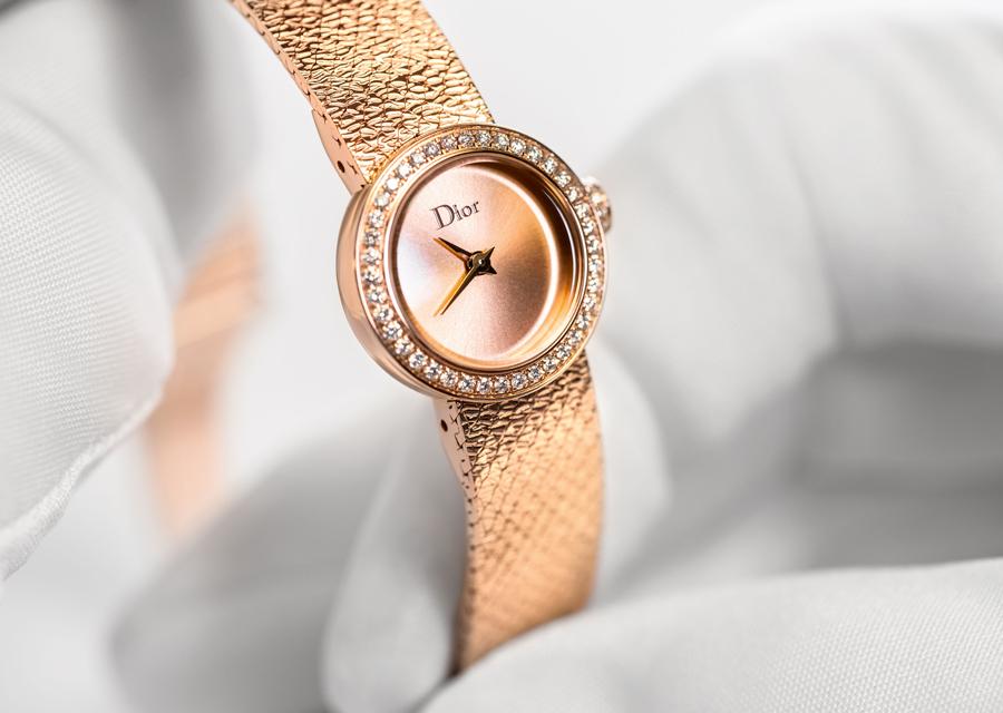 Mini de D de Dior en or rose avec lunette et couronne serties de diamants