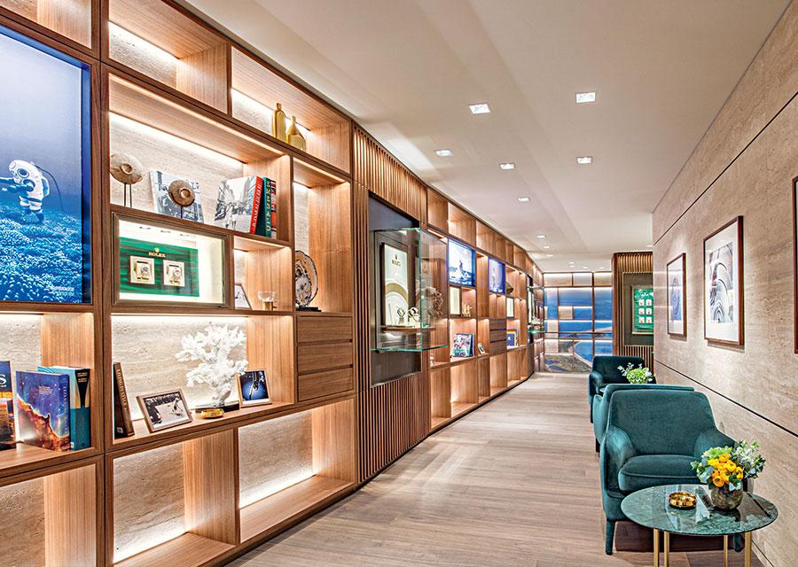 La galerie historique Rolex se prolonge au deuxième étage.