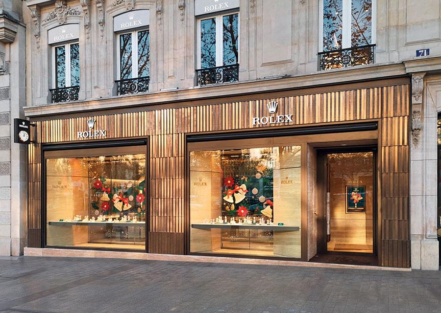 Une façade parisienne qui n'est pas sans rappeler la lunette cannelée de certaines montres Rolex.