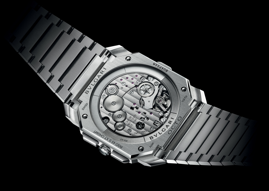 L'Octo Finissimo S Chronographe GMT en acier révèle son calibre ultra-plat au verso.