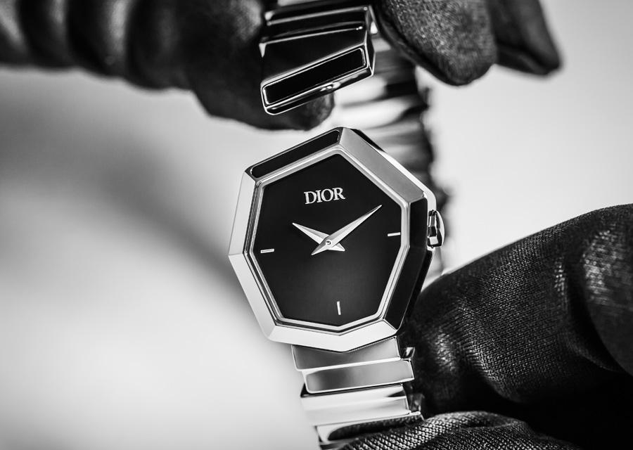 La montre en acier et cadran en nacre laqué noir de la collection haute joaillerie Gem Dior