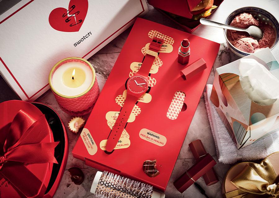 saint-valentin : Mise en situation de la Swatch P(E/A)NSE-MOI, la version Saint Valentin 2021