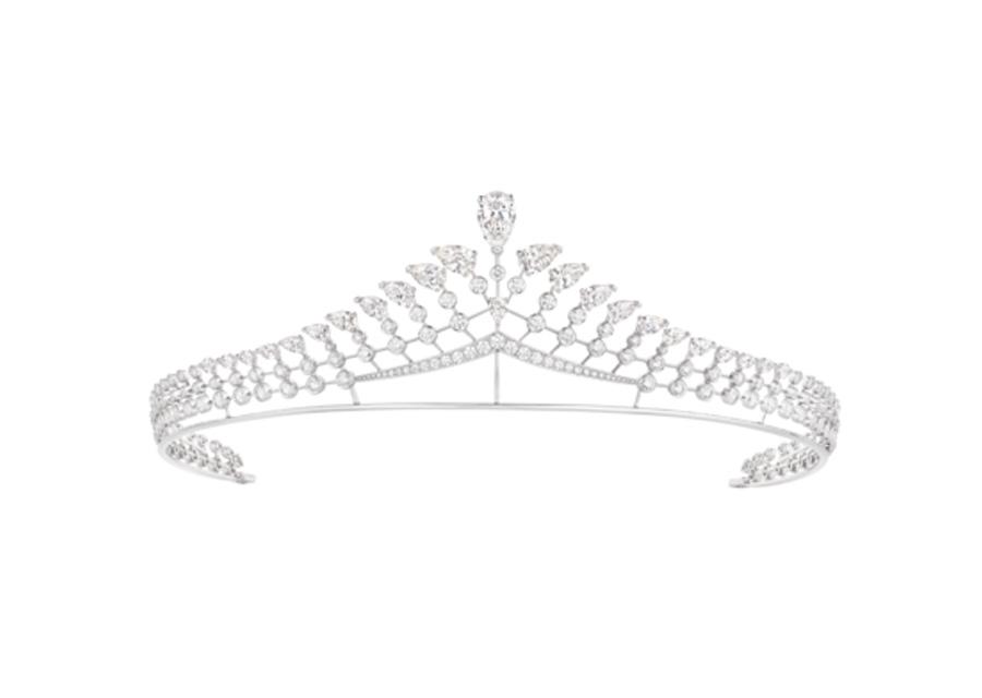 Le diadème Joséphine Valse Impériale en or blanc fait la part belle aux diamants taille poire