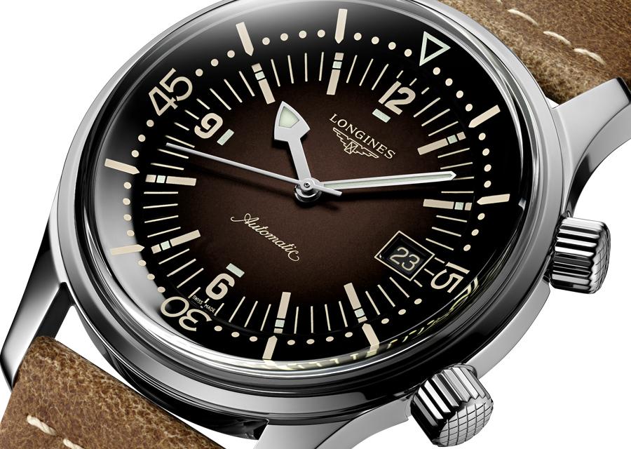 Superbe dégradé de brun pour le cadran de cette montre de plongée Longines Legend Diver Watch