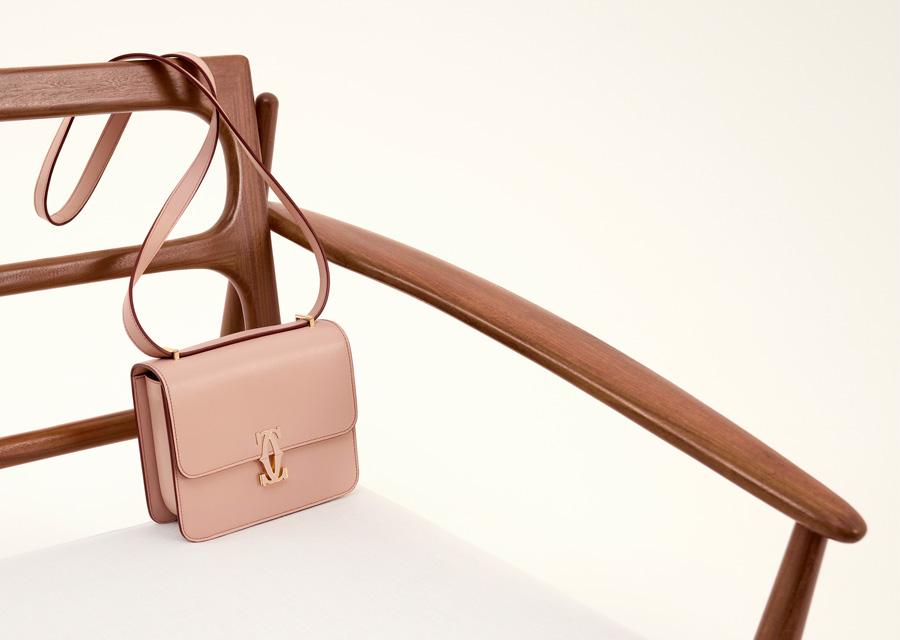 Le sac Double C de Cartier en version rose poudré
