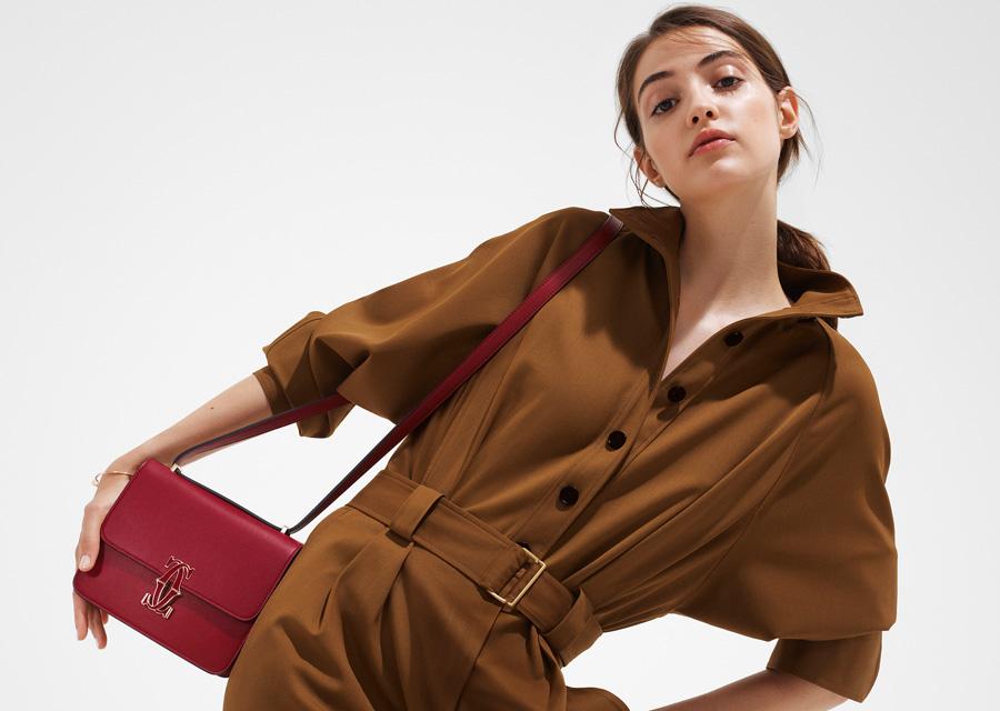 Le sac Double C de Cartier version rouge cerise