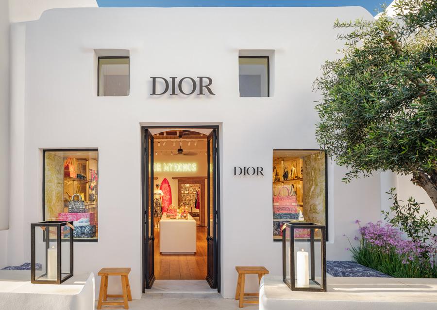 La collection Dioriviera présente dans la boutique de Nammos Village à Mykonos