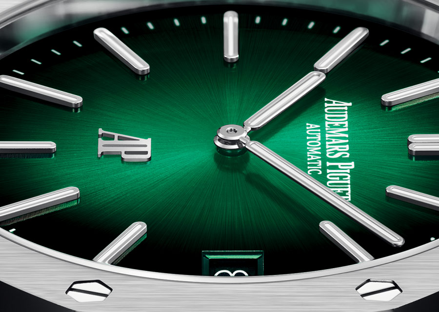 Un cadran vert satiné soleil pour la montre Audemars Piguet habille la Royal Oak de platine