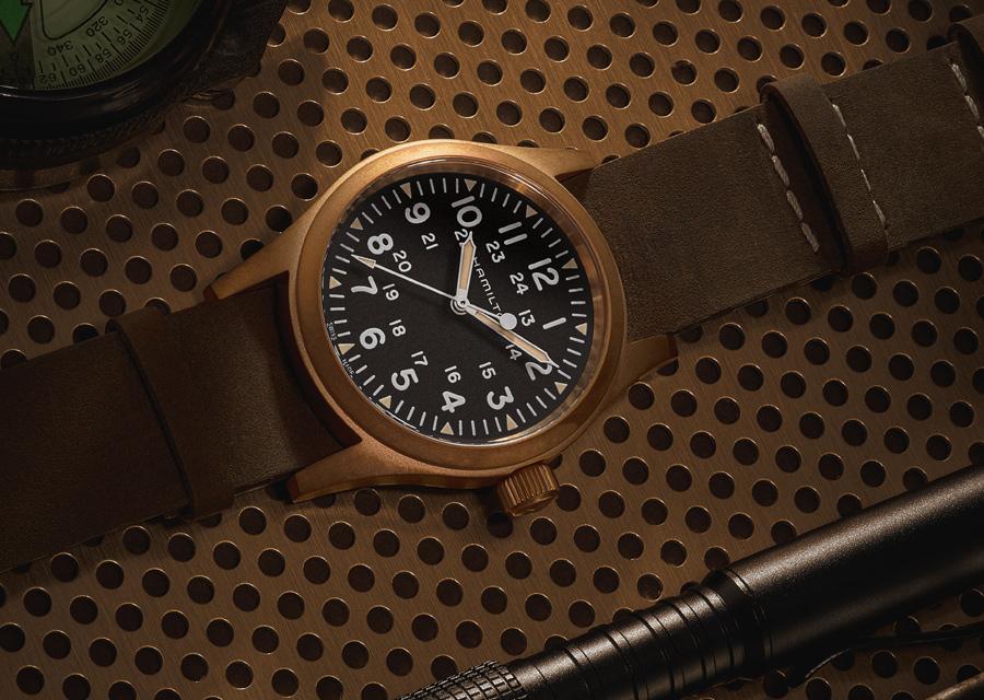Les montres Khaki Field Mechanical ont une double graduation horaire d'inspiration militaire
