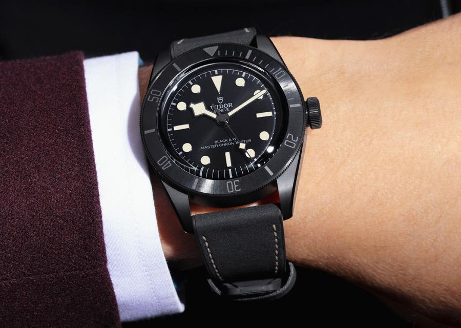 Le chronomètre Tudor Black Bay Ceramic est une montre étanche à 200 mètres
