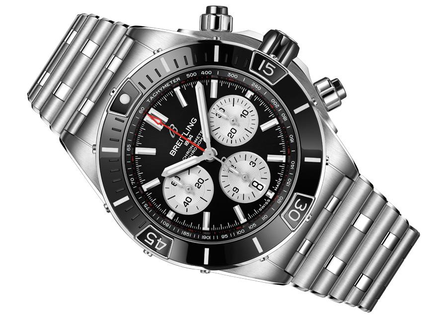 Les chronomètres Super Chronomat B01 44 de Breitling possèdent un bracelet Rouleaux