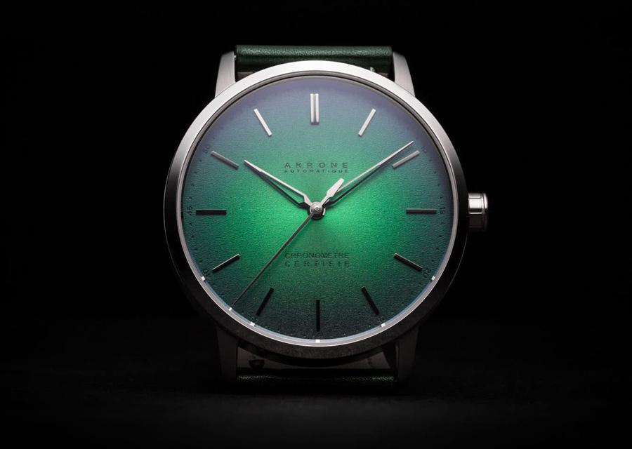 Les chronomètres Akrone K-04 certifiés têt de vipère présentent un cadran vert