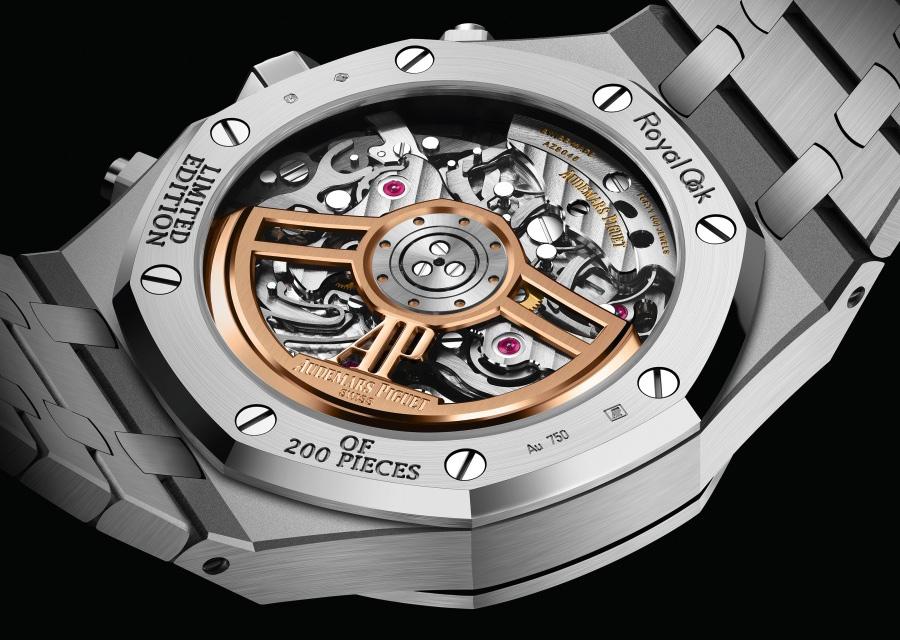 Le chronographe automatique Royal Oak Frosted Gold est animé par un le calibre Audemars Piguet 4401 de dernière génération