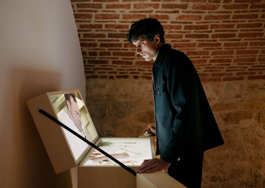 La malle de pique-nique interactive d'Emmanuel Renaut à découvrir lors de l'exposition Extraordinary Friendships