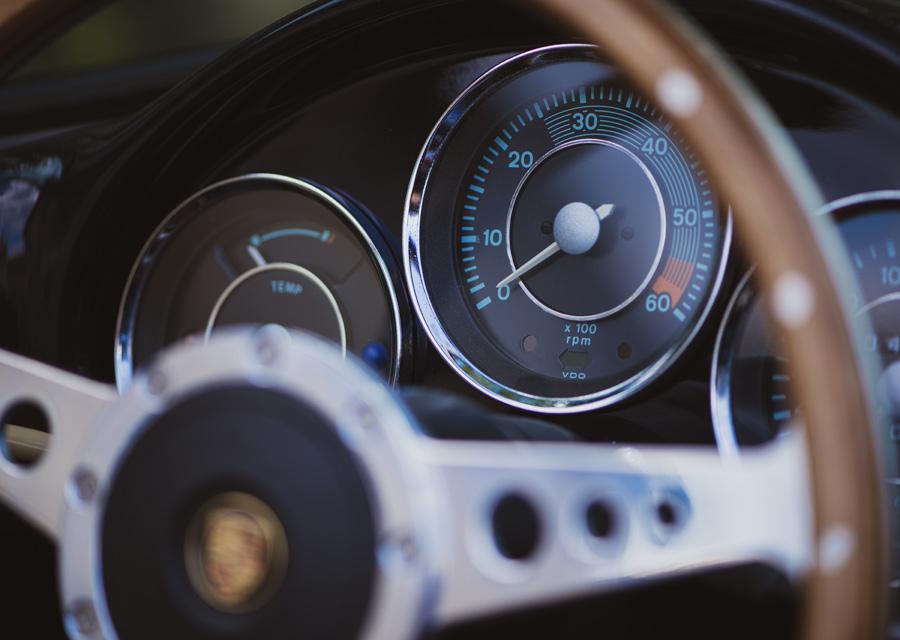 La tabeleau de bord de la Porsche Speedster 356 a directement inspiré la création de la montre Reservoir Kanister