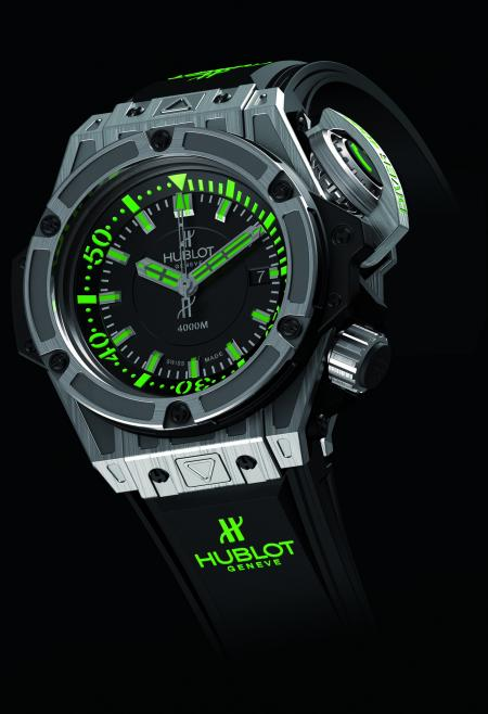 The Oceanographic 4000 : a diver's watch limited to 1000 pieces in titanium.