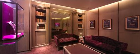 The decoration of the new flagship of Boucheron in China is luxurious and warm.