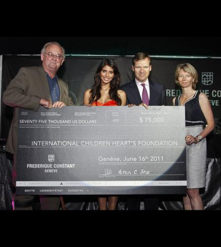 A check of US$ 75'000 was donated the same evening to the Founder & CEO of the International Children's Heart Foundation, Professor Dr. Bill Novick. Here with Nicole Faria, Aletta and Peter Stas.