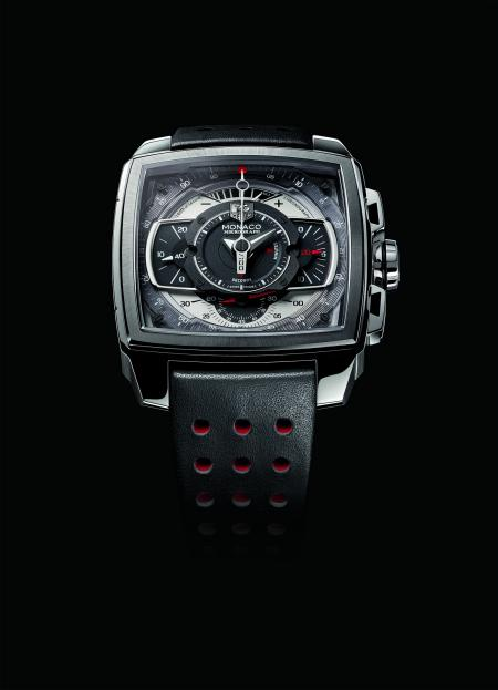 The Monaco Mikrograph displays the 1/100th of a seconde the central chronograph hand.