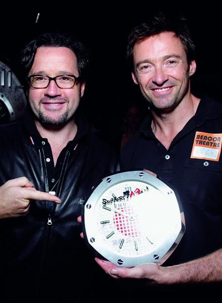 Actor Hugh Jackman has signed one of the 40 clocks Audemars Piguet auctioned in favor of the Japanese Red Cross.
