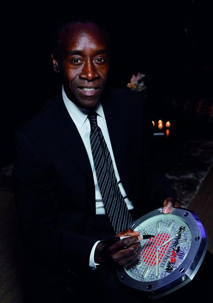 Actor Don Cheadle has signed one of the 40 clocks Audemars Piguet auctioned in favor of the Japanese Red Cross.