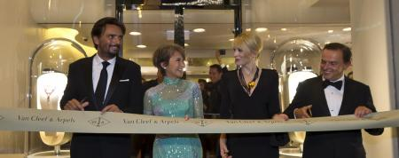 The actress Josephine Siao Fong Fong and Cate Blanchett with Benjamin Vuchot et Stanislas de Quercize (Président, Asie Pacifique - Président et CEO de Van Cleef & Arpels)©Van Cleef & Arpels