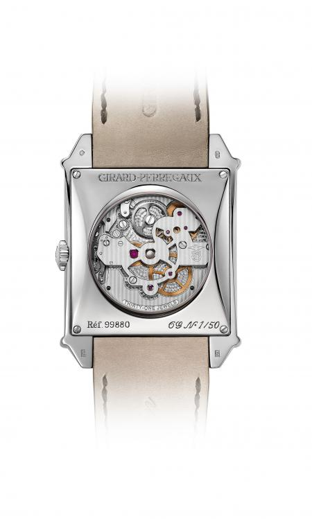 The automatic caliber of the Vintage 1945 Tourbillon with three gold Bridges is also apparent caseback.