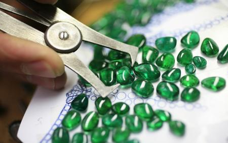 Open to all, L'ECOLE Van Cleef & Arpels is an entering to the fascinating world of Jewelry.
