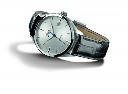 Ebel Classic 100 : automatic movement, case in stainless steel, limited edition of 1911 pieces - 1 911 euros.