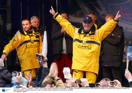 Victorious arrival in Brest of Loïck Peyron and his team aboard the Maxi Trimaran Banque Populaire V.