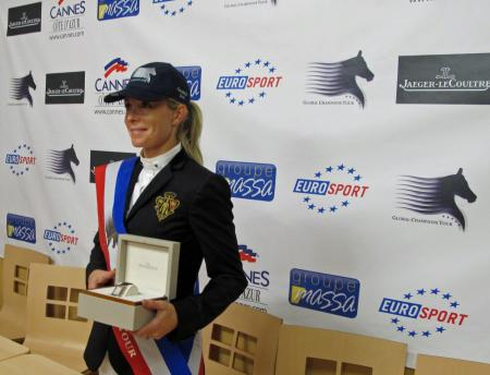 Edwina Tops-Alexander with a Jaeger-LeCoultre Reverso. ©RB Presse