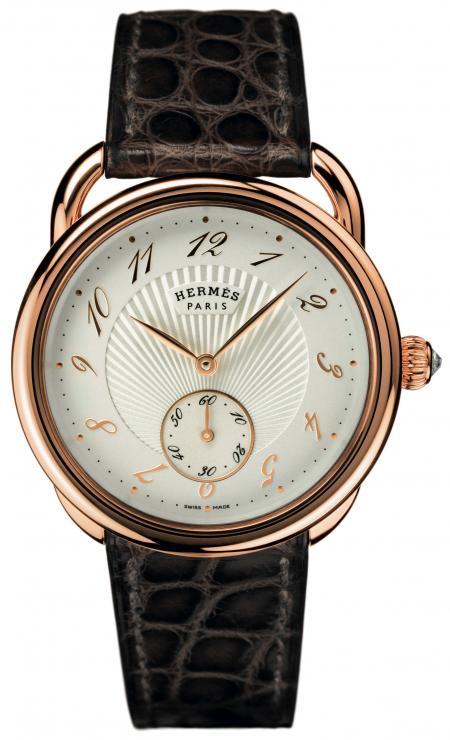 The Arceau Calibre H1912 has a dial made by Natéber SA. ©Paul Lepreux