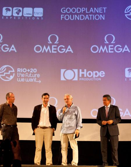 David Hannan, underwater chief cameraman, Michael Pitiot and Yann Arthus-Bertrand, film Planet Ocan directors, with Stephen Urquart, President of Omega.