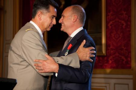 The Général Baptiste, Director of the Musée de l'Armée and Carlos-A.Rosillo, CEO of Bell & Ross, with his commendation of Knight of the French Legion of Honor.