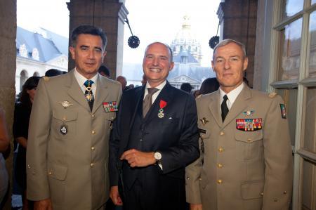 The Général Baptiste, Director of the Musée de l'Armée, Carlos-A.Rosillo, CEO of Bell & Ross and the Général Charpentier, Gouverneur Militaire de Paris.