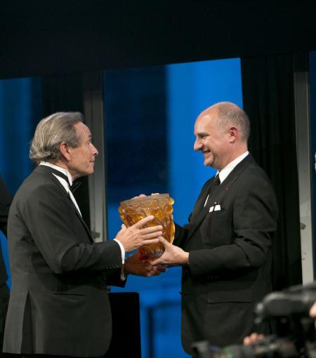 Carlos-A. Rosillo, CEO of Bell & Ross, rewarded his Palme d'Or to Jacky Ickx.