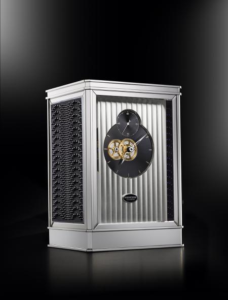 The clock 15 days Lalique - Parmigiani Fleurier, in black.