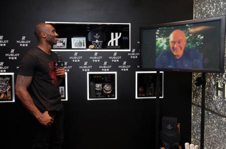 "Kobe Bryant, NBA legend and brand ambassador of HUBLOT, shows up at Shanghai ""HUBLOT Black Mamba Night"" to present the King Power Black Mamba Chronograph Watch"