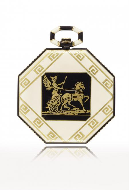 Greece 1921 - Pocket watch, yellow gold and enamel, back adorned with Hellenistic? style frieze featuring a champlevé enamelled scene depicting Hermes on his chariot. Silvered dial. N° 11470