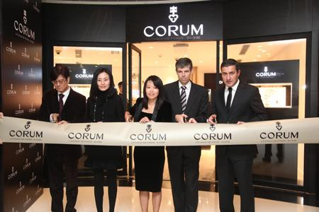 Shanghai Boutique ribbon cutting : Alain Chung, Iris Tsui, Jacqueline Ng, Heinrich Schellenberg, Antonio Calce
