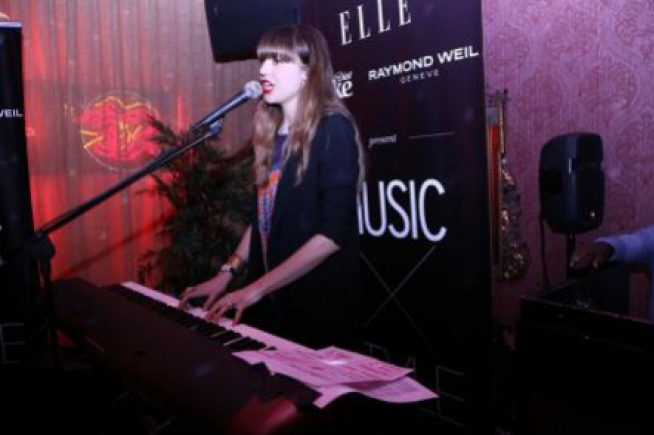 Raymond Weil celebrates partnership with elle through a live performance by Diane Birch