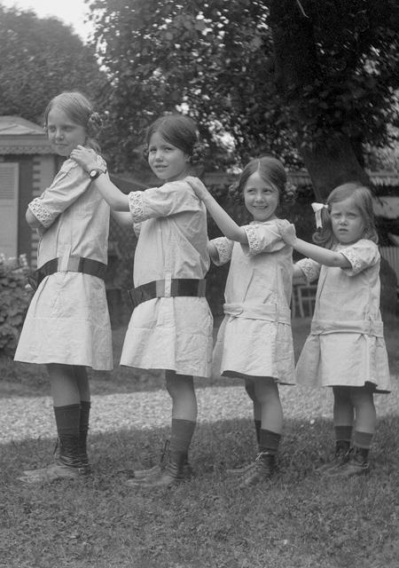 Yvonne, Jacqueline, Simone and Aline Hermès (from left to right), as children in 1912