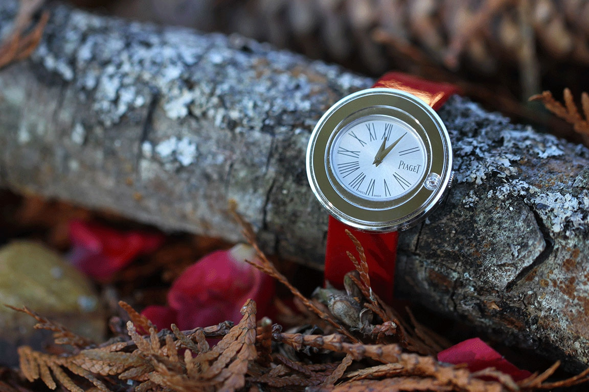 PIAGET Possession Watch - White gold set with one diamond - Quartz movement - Interchangeable red suede leather strap